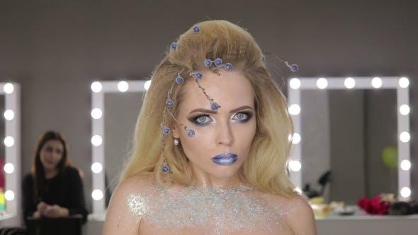 Thumbnail for Winter Beauty Frau Weihnachten Make-up