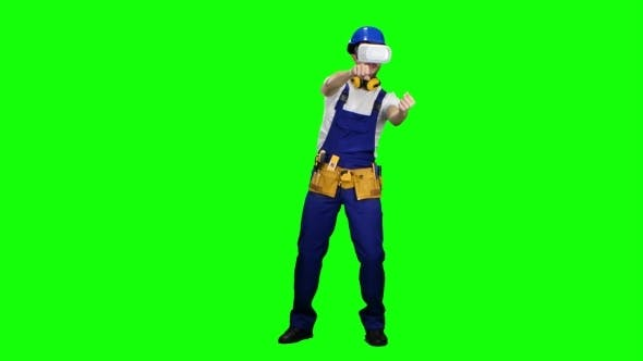 Cover Image for Engineer with Virtual Reality Glasses Builds an Object on Green Screen
