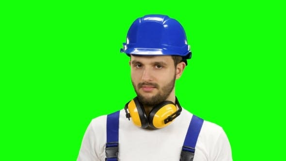 Cover Image for Engineer Shows the Cross Crosswise, Says No to His Workers on Green Screen