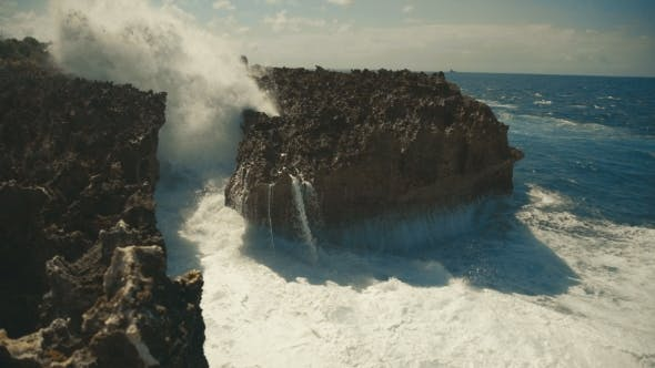 Cover Image for Big Sea Waves Crashing Against the Rocks