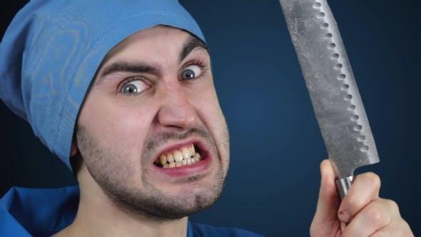 Wütender verrückter Bärtiger Arzt mit einem Metzgermesser in