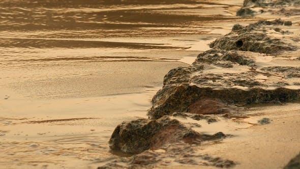 Thumbnail for Weiche Meereswellen rauschen bei der Sonnenuntergang