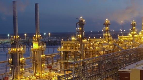 Thumbnail for Eine riesige Ölraffinerie bei Nacht