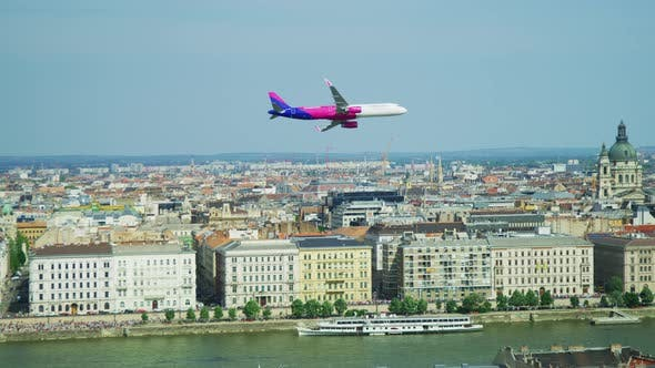 Thumbnail for Plane flying over Budapest
