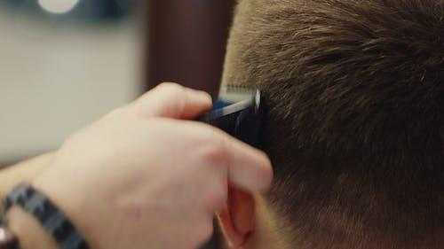 Men Cut Their Hair Shaver
