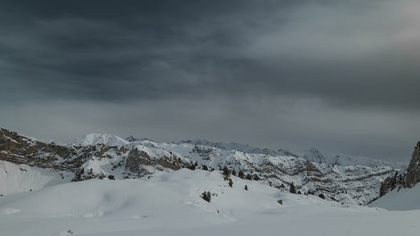 Cover Image for Snowy Mountains and Cloudy Weather