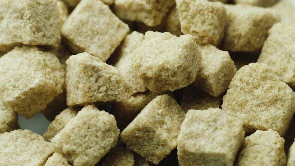 Thumbnail for Viele braune Zuckerwürfel drehen sich