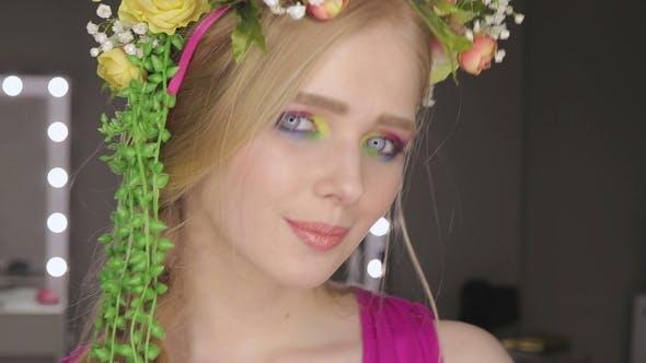 Thumbnail for Schöne Mädchen mit Frühlingsblumen und frische Haut