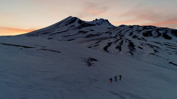 Cover Image for Night Mountains Walking