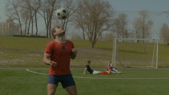 Thumbnail for Junge Fußballer Überschrift Fußball auf dem Feld