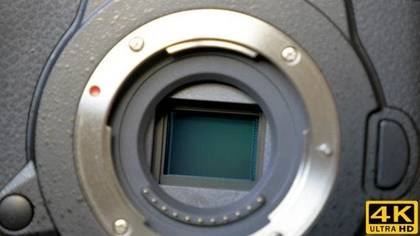Image Stabilization Mechanism on the Sensor of Mirrorless Digital Camera