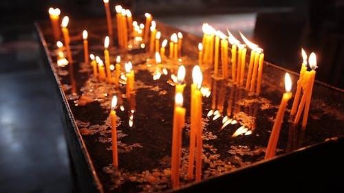 Kerzen in Armenien Kirchenreligion, Kerze, Weihnachten, Flamme, Licht, Kerzenlicht, Religiös