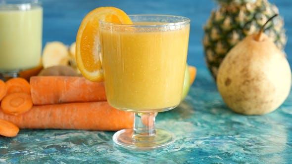 Fresh and Organic Detox Juice