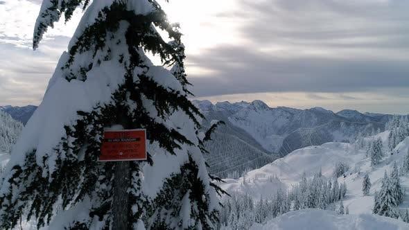 Backcountry Ski und Snowboard Warnung Warnschild Antenne