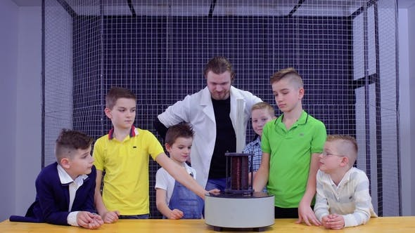 Thumbnail for Children and Laboratory Assistant Makes Physics Experiment in Science Museum