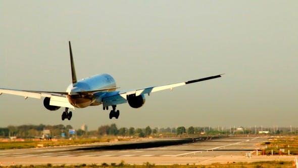 Thumbnail for Commercial Airliner Landing in el Prat Barcelona Airport