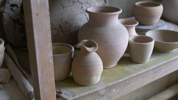 Workshop mit Werkzeugen, Keramik und Ton