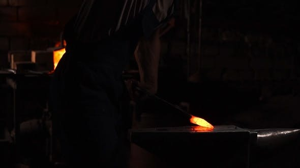 Thumbnail for Get Hot Metal from the Furnace to Make an Arrow Tip