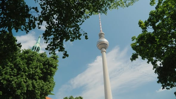 Cover Image for The Famous Berlin TV Tower Is a Symbol of the City