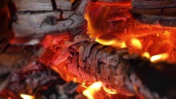 Thumbnail for Flammen des Feuers auf schwarzem Hintergrund
