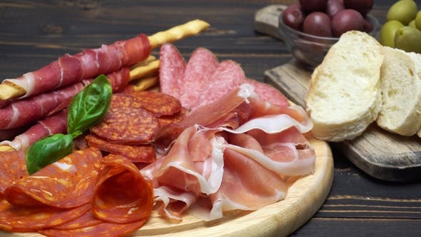 Cover Image for Video of Italian Meat Plate - Sliced Prosciutto, Sausage and Grissini