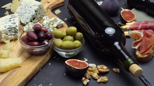 Cover Image for Video of Traditional Italian Food and Wine