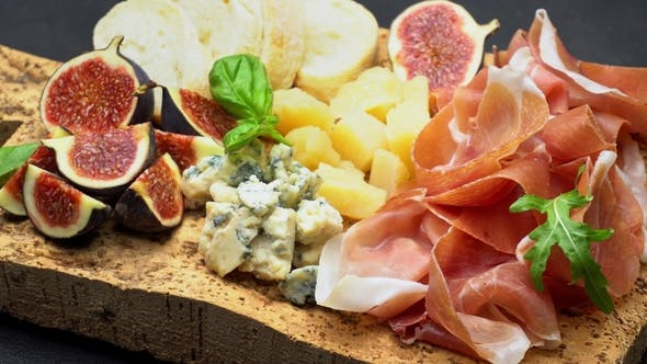 Cover Image for Traditional Cheese and Meat Plate Wth Parma, Parmesan and Figs