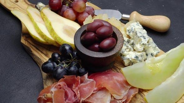 Thumbnail for Fleisch- und Käseplatte Antipasti Snack mit Schinken, Melone, Trauben und Käse