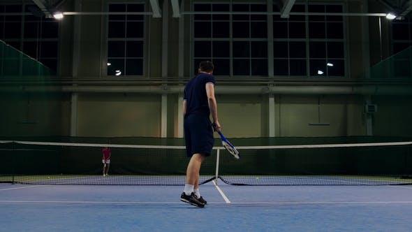 Thumbnail for Serviert von professioneller Tennisspieler Indoor