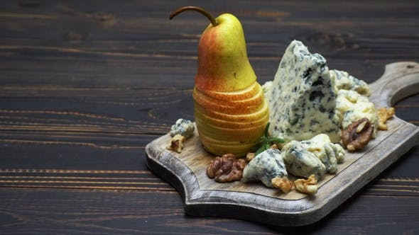 Thumbnail for Video of Roquefort or Dorblu Cheese and Pears