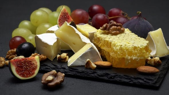 Cover Image for Video of Brie Cheese, Honey and Grapes