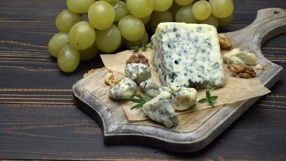 Thumbnail for Video of Roquefort or Dorblu Cheese and Grapes