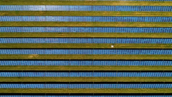 Cover Image for Areal Flight Over Solar Panels.