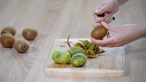 Thumbnail for Peeling a Kiwi with a Knife