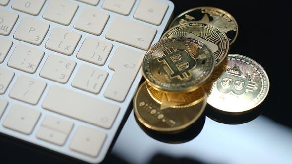 Thumbnail for Virtuelle Kryptowährung Mining. Haufen von Bitcoin, Ethereum und Dash Coins