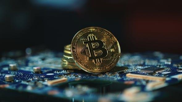 Thumbnail for Moderne Bitcoin Mining Geschäft. Bitcoins auf der Platine. Blockchain-Technologie
