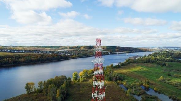 Thumbnail for Hochspannungsfreileitung gegen Fernbrücke über Fluss