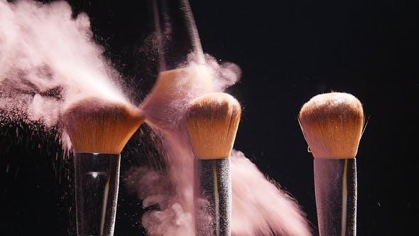 Thumbnail for Make-up Pinsel mit rosa Puder