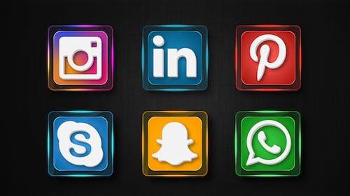 17 Social Media Icons