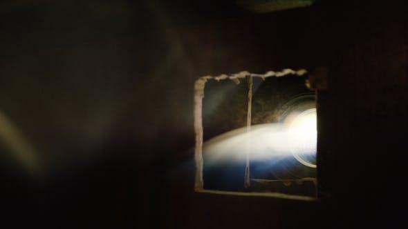 Thumbnail for Leichter Rauch zerstreut sich in Halle gegen Projektor