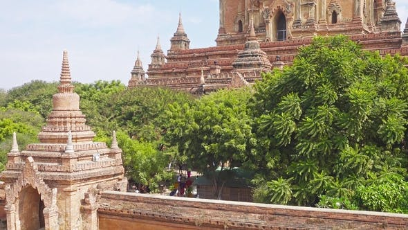 Thumbnail for Htilominlo Pagoda (Paya) in Bagan, Tilt View
