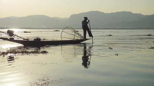 Cover Image for Traditional Burmese Fishermen at Inle Lake