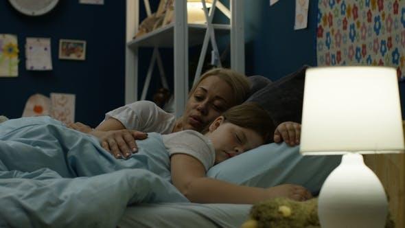 Cover Image for Woman Putting Girl To Sleep