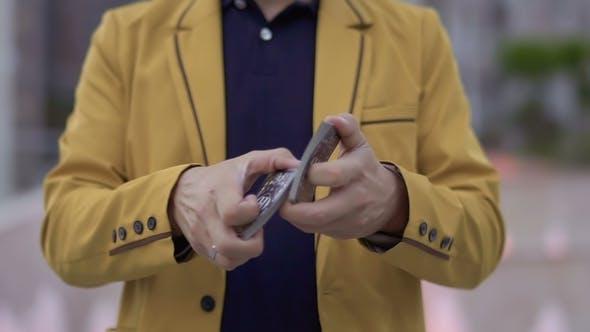 Thumbnail for Zauberer Moving Spielkarten in den Händen