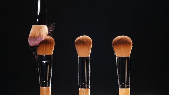 Thumbnail for Kosmetik Pinsel und Explosion Bunte Make-up Puder