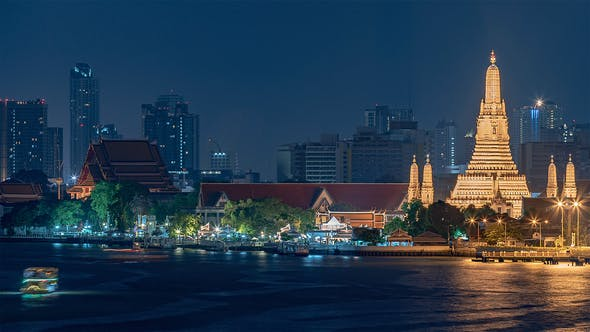 Cover Image for Bangkok, Thailand, Timelapse  - The Buddhist temple Wat Arun in Bangkok at night