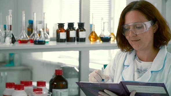 Thumbnail for Pharmacist Make Notes