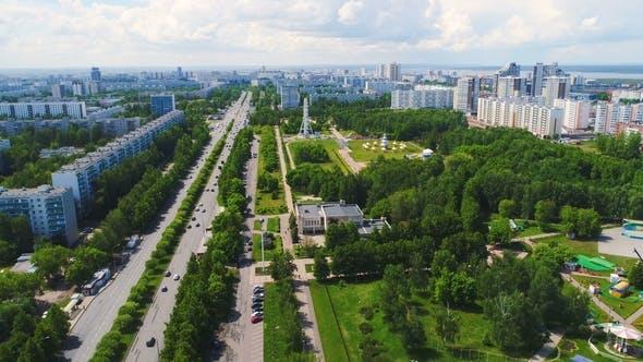Thumbnail for Großer Park mit Sehenswürdigkeiten in Stadt gegen den Himmel
