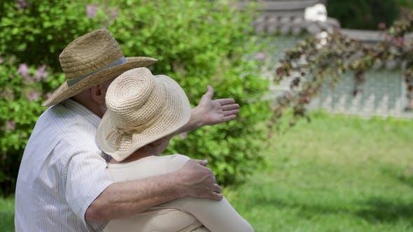 Thumbnail for Senior Couple Relaxing in Park