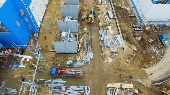 Thumbnail for Bahnhofsgebäude und Arbeiter auf Baustelle